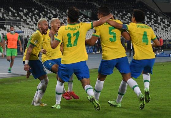 Brasilien feiert seinen zehnten Sieg in Folge.