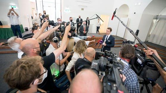 Blümels dritter Auftritt: Medienandrang