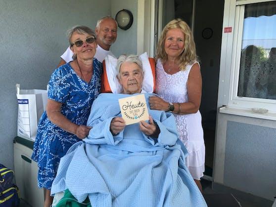 Es war ihr Tag, ein perfekter Tag. Frau Margereta konnte sich noch einmal daheim von ihrer Familie verabschieden.