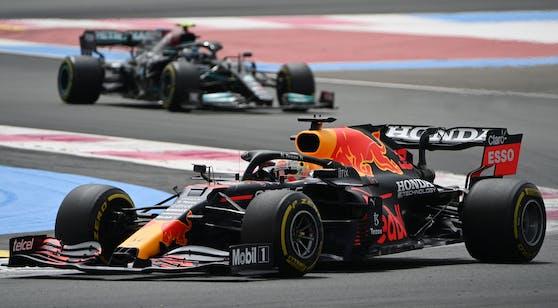 Das Duell Red Bull gegen Mercedes spitzt sich zu.