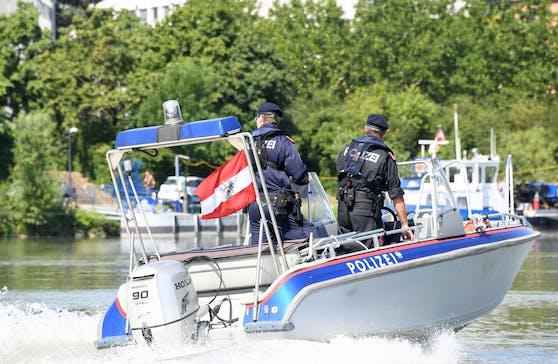 Für die Wasserpolizei begann ein Wettlauf gegen die Zeit.
