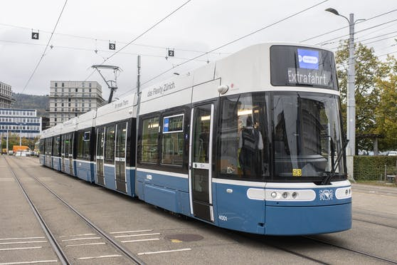In Zürich ist es zu einem bedenklichen Vorfall in einer Straßenbahn gekommen. Symbolbild.