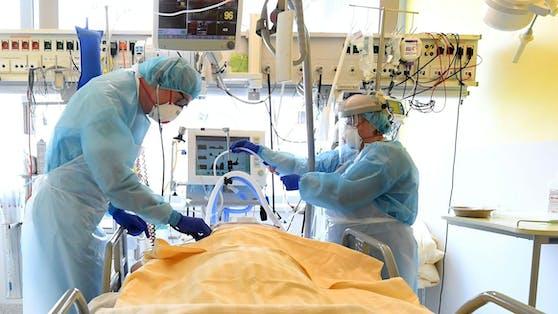 Ein Patient auf der Intensivstation des Universitätsklinikums Tulln (Archivbild)