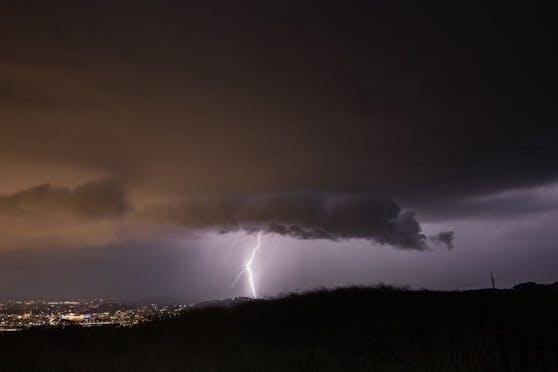 Auch am Donnerstag und Freitag sagt der Experte heftige Unwetter voraus.