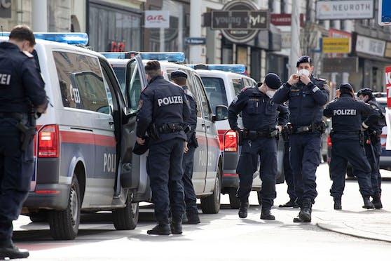 Im Zuge eines Einsatzes konnten die Beamten den international gesuchten Verdächtigen (30) festnehmen. Symbolbild.