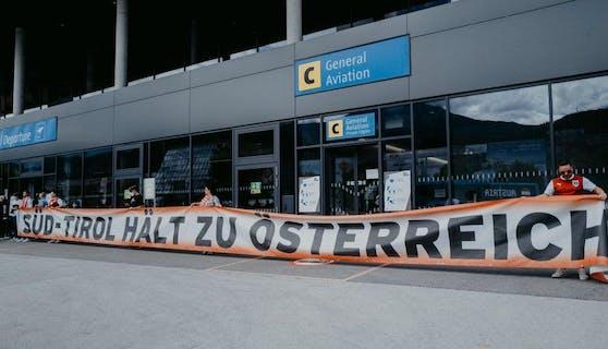 Südtirol-Fans unterstützen das ÖFB-Team.