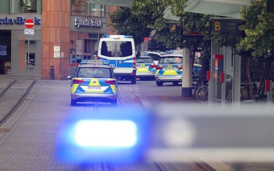 Die Polizei am Tatort in Würzburg.