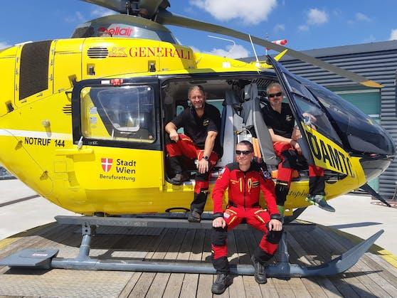 Top-Crew des C9: Notarzt Robert Lunzer (l.), Flugrettungssanitäter Bernhard Saxinger (Mi.) und Pilot Oliver Stastny