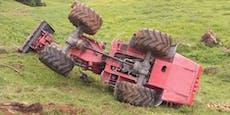Mit Traktor überschlagen: 61-Jähriger schwer verletzt