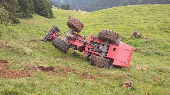 Ein 61-jähriger Landwirt wurde bei einem Traktorunfall im Bezirk Zell am See (S) schwer verletzt.