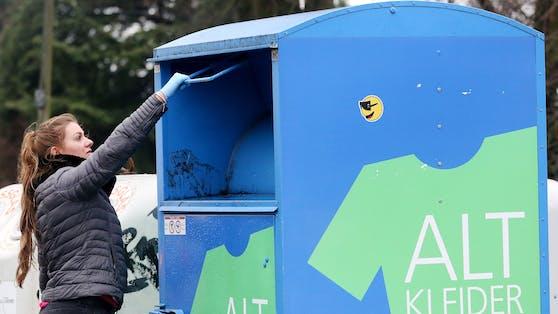 Symbolbild eines Altkleider-Containers in Nordrhein-Westfalen, Deutschland