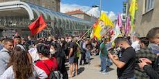 WEGA und Wasserwerfer bei Kurden-Demo in Favoriten