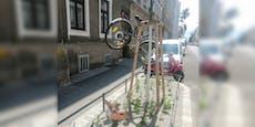 Unbekannter sperrt Rad in luftigen Höhen in Wien ab
