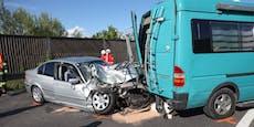 Neun Verletzte bei Crash mit Wohnmobil auf der B1