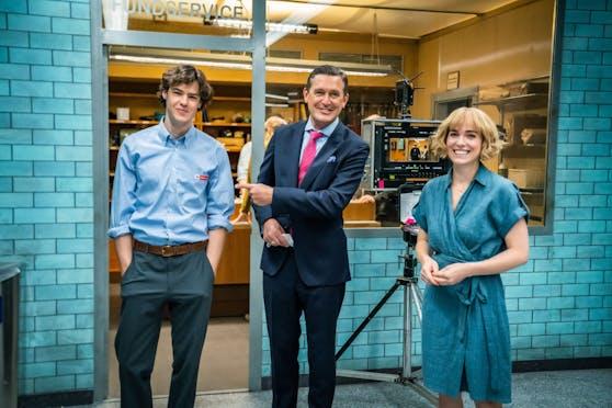Öffi-Stadtrat Peter Hanke traf die Hauptdarsteller Verena Altenberger (re.) und Thomas Prenn (li.) am Filmset.