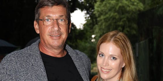Kabarettist Viktor Gernot und Julia