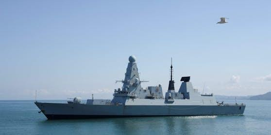 """Ein anonymer Bürger fand an einer Bushaltestelle in England geheime Dokumente des britischen Verteidigungsministeriums. Darin geht es auch um den Streit zwischen Großbritannien und Russland wegen des Kriegsschiffs """"HMS Defender"""" (im Bild)."""
