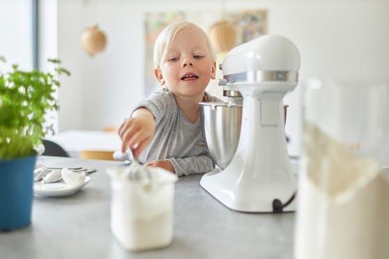 Das Kind steckte in der Küchenmaschine fest. (Symboildbild)