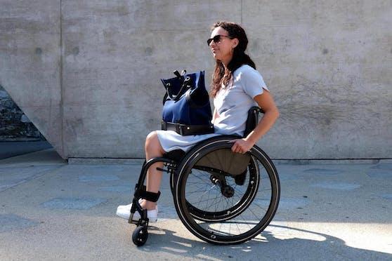 """Inklusion: """"Trasporta"""" kann alsUmhängetasche, Rollstuhltasche, Tragetasche oder Einkaufskorb genutzt werden."""