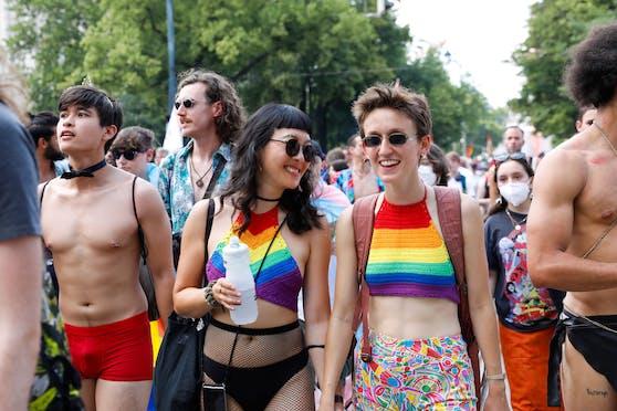 Teilnehmer der Regenbogenparade in Wien. (Symbolbild)