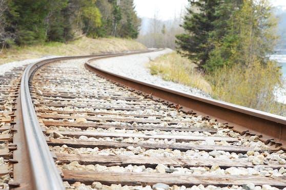 Schienen einer Bahnstrecke. (Symbolbild)