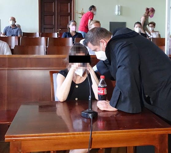 Die wegen Mordes angeklagte Witwe beim Prozess in Wr. Neustadt