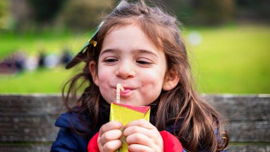 Quetschies können auch gleich direkt aus der Öffnung gesaugt werden und sind klein genug für Kinderhände.