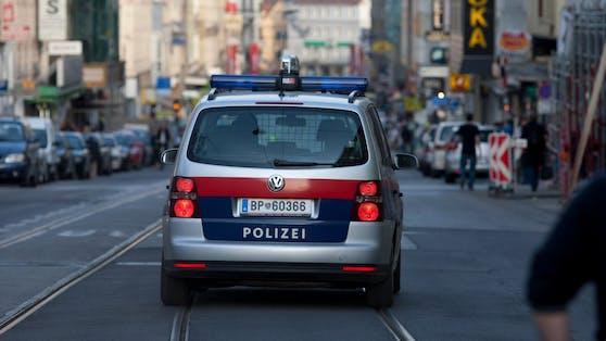 Am Freitag wurde ein 37-Jähriger Fußgänger von einem Auto angefahren. (Symbolbild)