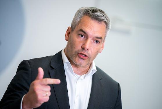 Innenminister Karl Nehammer (ÖVP) geht von deutlich steigenden Antragszahlen aus.