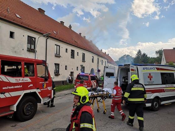 Wohnhausbrand in Ternitz: Die Einsatzkräfte vor Ort