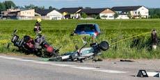 Auto crasht in mehrere Mopedfahrer – Tote und Verletzte