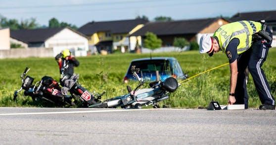 Bei dem schrecklichen Unfall kamen zwei Mopedlenker ums Leben.