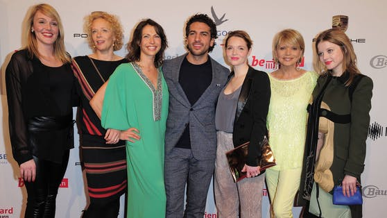 "Der Cast von ""Fack Ju Göhte 2"",v.li.: Alwara Höfels, Katja Riemann, Jana Pallaske, Elyas M Barek, Karoline Herfurth, Uschi Glas, Jella Haase."