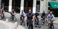 Arnie mit Bodyguards auf Bike mitten in Wien