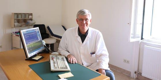Prof. Hermann Wolf betreut Immungeschwächte.