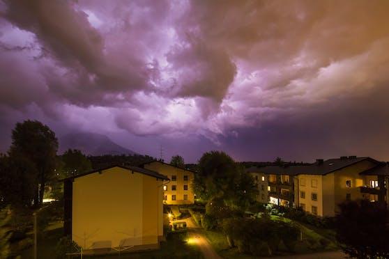 Gewitter über Elsbethen, Salzburger Land. Symbolbild
