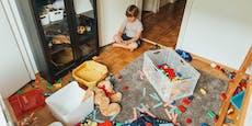 Zimmer nicht aufgeräumt! Mama bedroht Kinder mit Messer