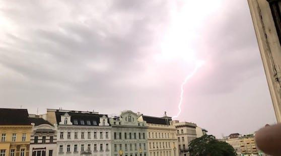 Starkes Blitz-Gewitter trifft Wien mit voller Wucht