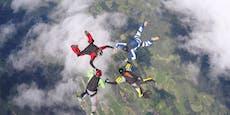 Fallschirmspringer schlägt bewusstlos auf Boden auf