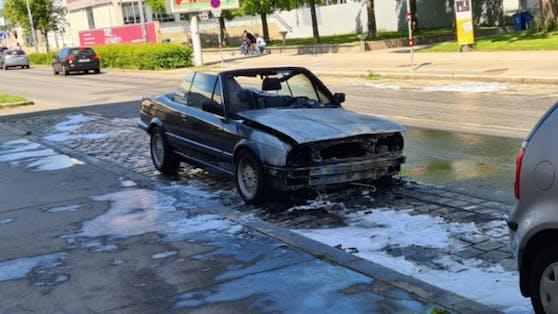 So sah das Cabrio aus, als das Feuer endlich gelöscht werden konnte.