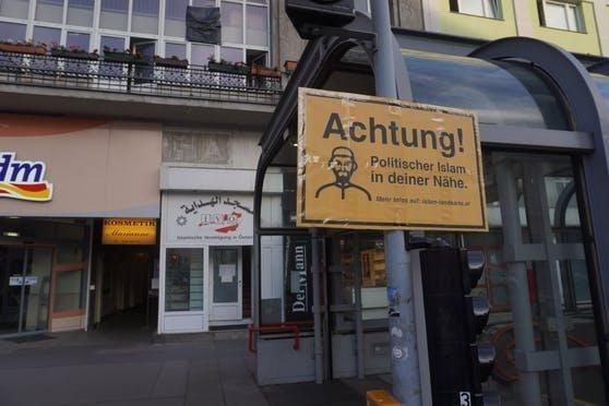 Ein solches Schild wurde nun auch in Graz an einer Moschee gesichtet.