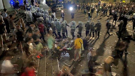 Die Polizei räumte den Karlsplatz.