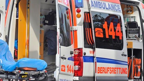 Das Kleinkind und seine Mutter wurden mit schweren Verbrennungen ins Krankenhaus gebracht.