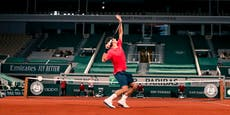 Federer siegt um 0:45 Uhr und denkt an Rückzug