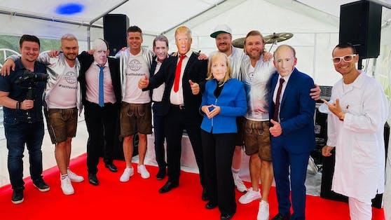 """""""Zeltfestalarm"""" bei Nordwand und ihren Video-Doubles von Boris Johnson, Sebastian Kurz, Donald Trump, Angela Merkel und Vladimir Putin. Ganz rechts: Schlager-Kollege Daniel Düsenflitz"""
