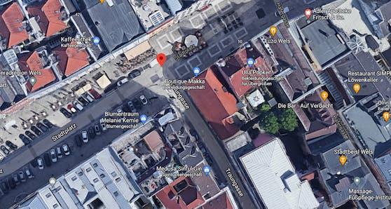 Am Stadtplatz Wels verletzte die Gruppe einen 22-Jährigen.