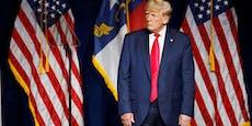 Trägt Trump beim Comeback seine Hose verkehrt herum?