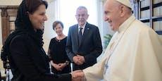Besuch in Rom – Van der Bellen schenkt dem Papst Ziegen