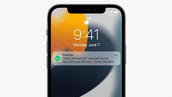 Praktisch: Das iPhone warnt Airpods-Besitzerinnen und Besitzer künftig, wenn man seine Kopfhörer irgendwo liegen gelassen hat.