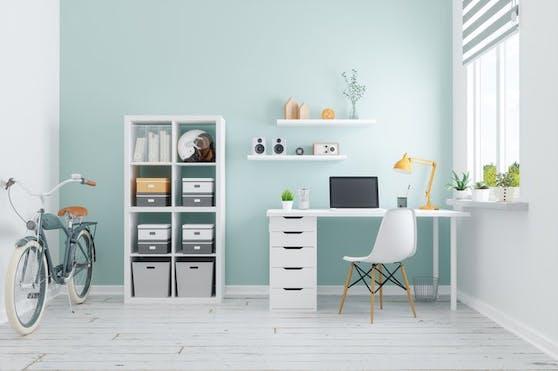 Eine gut durchdachte Einrichtung des Arbeitsplatzes daheim trägt viel zum produktiven Arbeiten sowie der eigenen Gesundheit bei.
